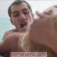 Парень жестко ебет русскую блондинку, оттрахали порно